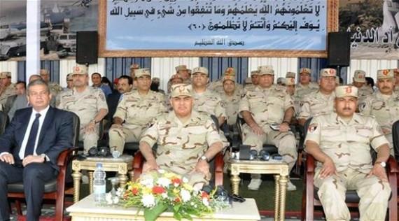 وزير الدفاع : الجيش سيعمل بكل طاقته خلف القيادة السياسية