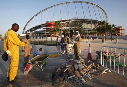 الدوحة في مبادرة لاحتواء الضغوط الدولية تنظم 'كأس العمال'