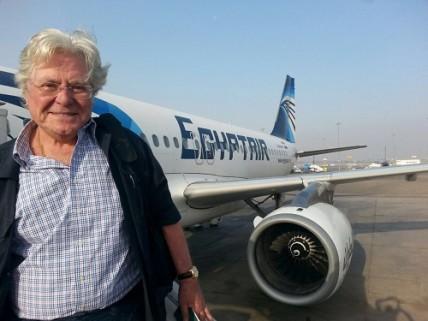 بالصور.. حسين فهمي يلغي سفره على الخطوط الأردنية لدعم مصر للطيران