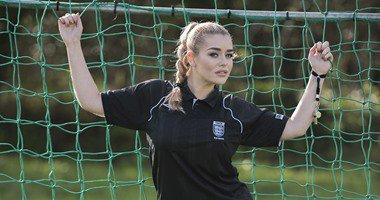 بالصور| فتاة إباحية تعتزل مهنتها من أجل العمل حكم كرة قدم